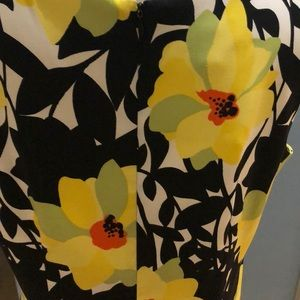AGB Dresses - Sleeveless flower dress with zip up back